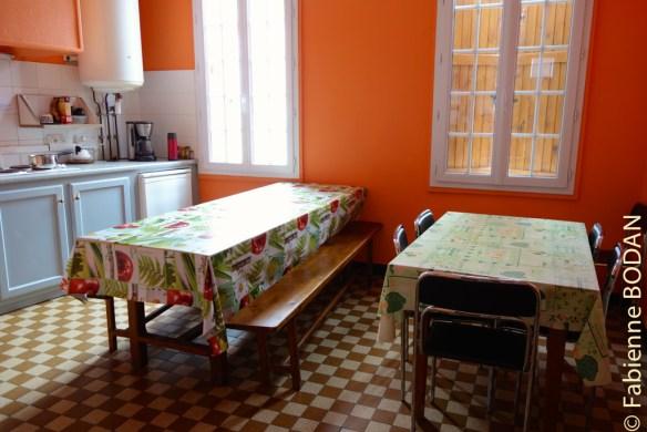 Au premier étage, la cuisine à la disposition des pèlerins. © Fabienne Bodan