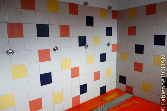 Et les douches collectives dignes d'un club sportif ! Tous à poil !!! © Fabienne Bodan