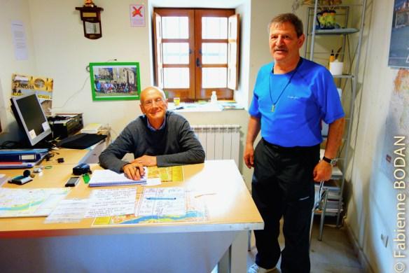 Marc le français et Luis l'espagnol aux petits soins des pèlerins à l'albergue municipal de Zamora (mai 2015)  ©Fabienne Bodan