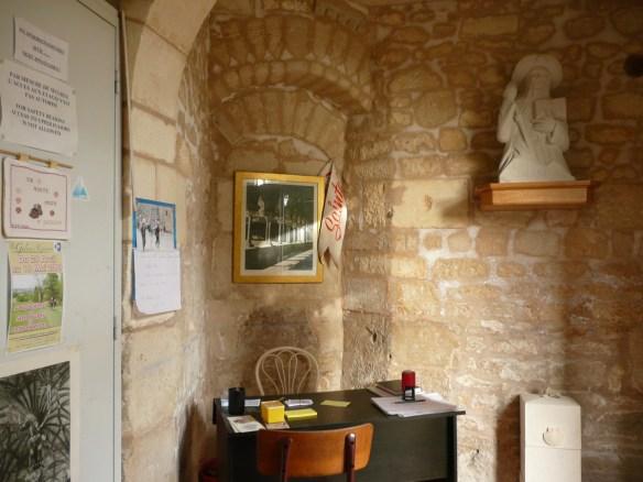 L'accueil à l'intérieur du refuge de Saintes.