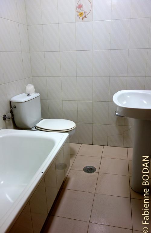 La salle de bains privative.Hostal/Restaurante Gamallo à Chantada, Camino del Invierno / Chemin de l'hiver © Fabienne Bodan