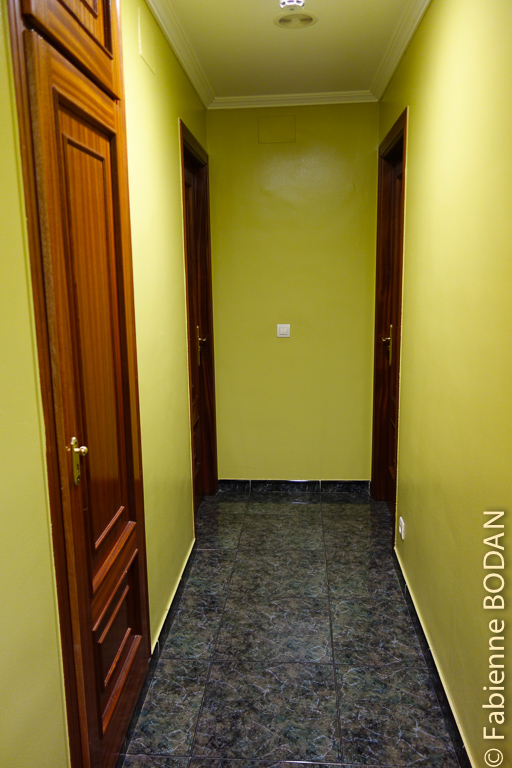 Le couloir qui mène aux chambres © Fabienne Bodan