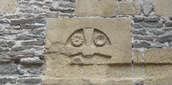 Pierre angulaire de l'abbatiale de Sainte-Foi de Conques