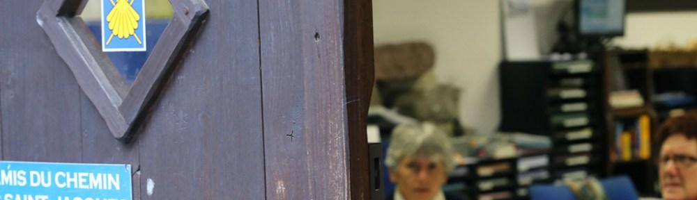 Accueillant au bureau des pèlerins de Saint-Jean-Pied-de-Port
