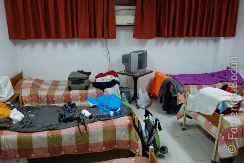 Une chambre pour les femems, une chambre pour les hommes. Nous dormons dans la chambre de garde des femmes pompiers. © Fabienne Bodan