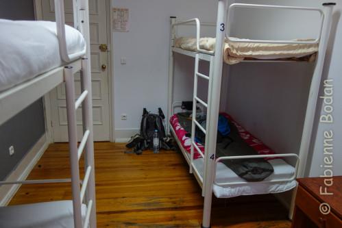 Petit dortoir de 4, parquet, l'Auberge de Jeunesse de Coïmbra offre un environnement très propre et agréable. © Fabienne Bodan