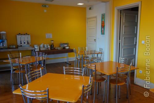 Un buffet petit déjeuner est inclus dans le tarif. Attention cependant, il n'est servi qu'à partir de 8 heures. © Fabienne Bodan