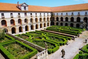 L'abbaye de Santa Maria d'Alcobaça, au nord de Lisbonne, fut fondée au XIIe siècle par le roi Alphonse Ier. Par l'ampleur de ses dimensions, la clarté du parti architectural, la beauté du matériau et le soin apporté à l'exécution, elle est un chef-d'œuvre de l'art gothique cistercien (source Unesco). © Fabienne Bodan