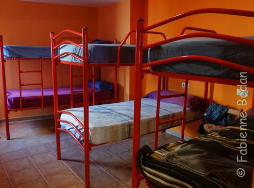 Deux dortoirs dans cet albergue. Il faut traverser le premier pour atteindre le second. © Fabienne Bodan