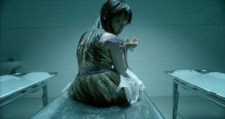 a-scene-from-the-hollow-vietnamese-horror-movie-a-trailer-of-the-movie-entitled-theatrical-trailer-2won-the-best-foreign-horror-trailer-award-at-the-16th-annual-golden-trailer-awards-1674994-201505130