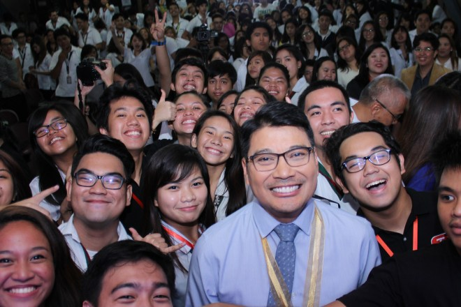 UST-RDCarmen-with-UST-students