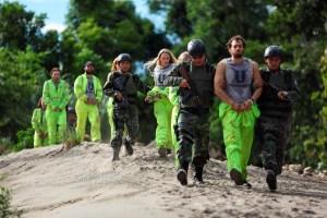 TGI PERU 042 - Daryl Sabara, Nicolás Martínez, Kirby Bliss, Ariel Levy, peruvian army soldiers.tif