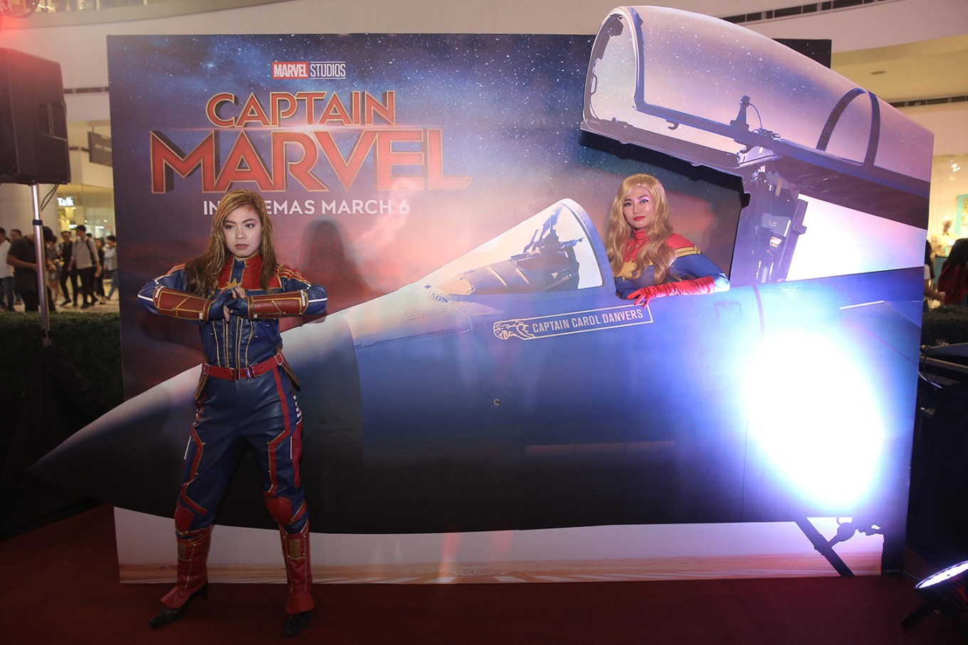 Captain-Marvel-Cosplayers