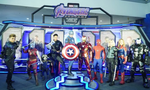 Avengers-Cosplayers-at-the-New-Avengers-Facility