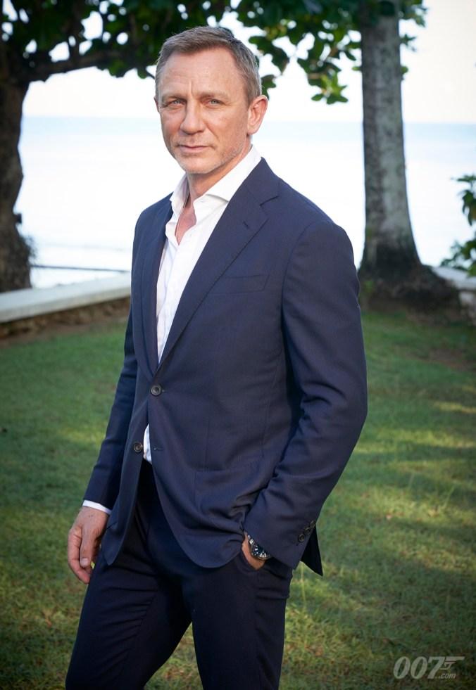 B25 Daniel Craig