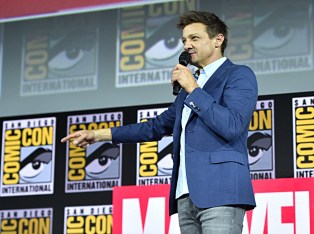 SAN DIEGO, CALIFORNIA - JULY 20: Jeremy Renner of Marvel Studios' 'Hawkeye' at the San Diego Comic-Con International 2019 Marvel Studios Panel in Hall H on July 20, 2019 in San Diego, California. (Photo by Alberto E. Rodriguez/Getty Images for Disney)