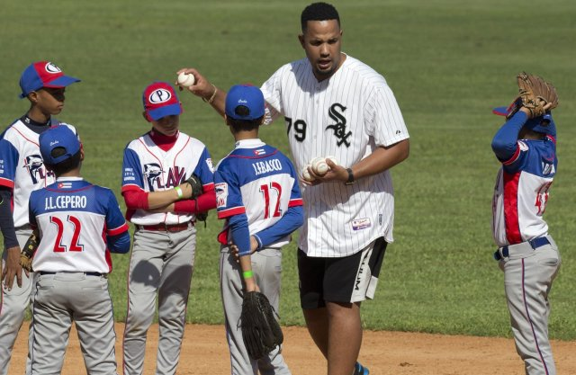 redeye-jose-abreu-returns-to-cuba-20160125.jpg