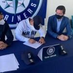 Víctor Labrada oficialmente firma con Seattle