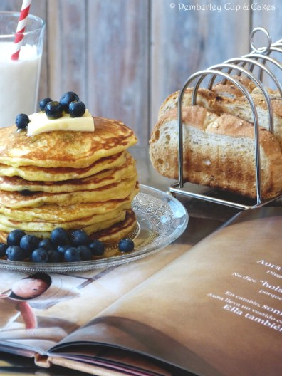 Blueberry Buttermilk Pancakes {Tortitas de Buttermilk con Arándanos}