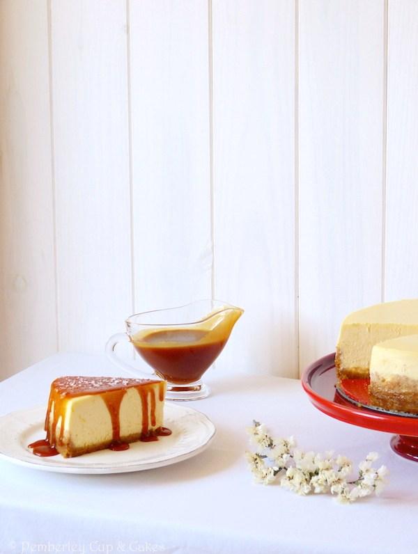 NY Cheesecake with Salted Caramel Sauce {Tarta de Queso con Caramelo}