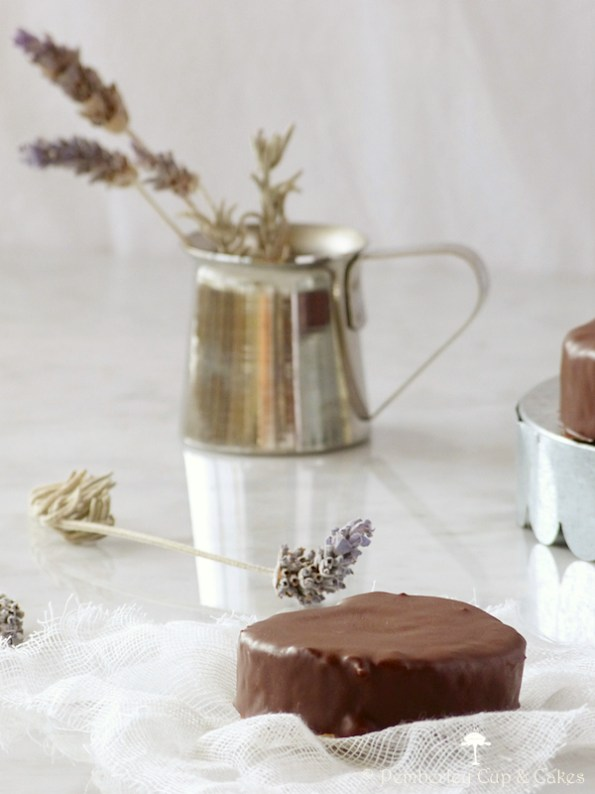 Chocolate and Cream Rolls