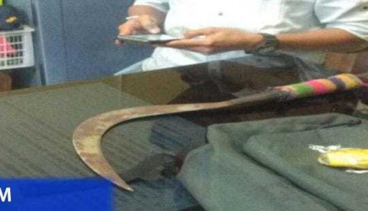 barang bukti senjata pelaku pembunuhan siswa smkn 4