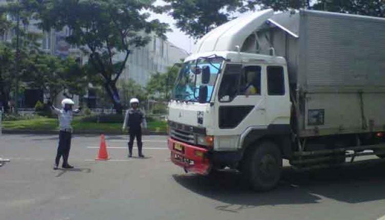 Truk Dilarang Lewati Jalan Utama Tangsel