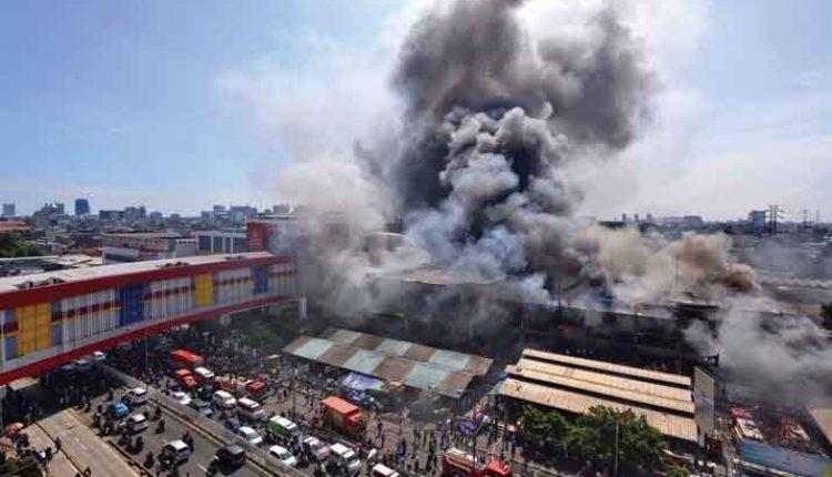 dua gedung terbakar di kawasan senen