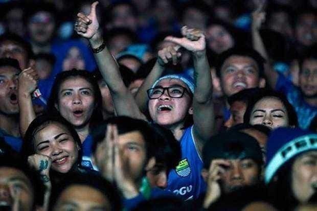 Persib vs PS TNI Tanding