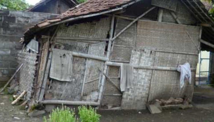 Rumah tidak Layak Huni Nenek Wati