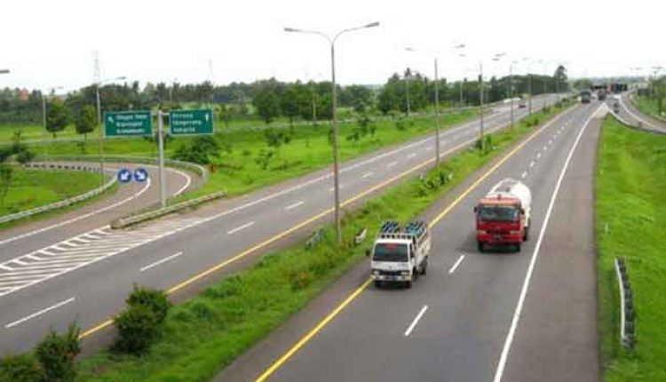 Aspal jalan tol Tangerang-Merak