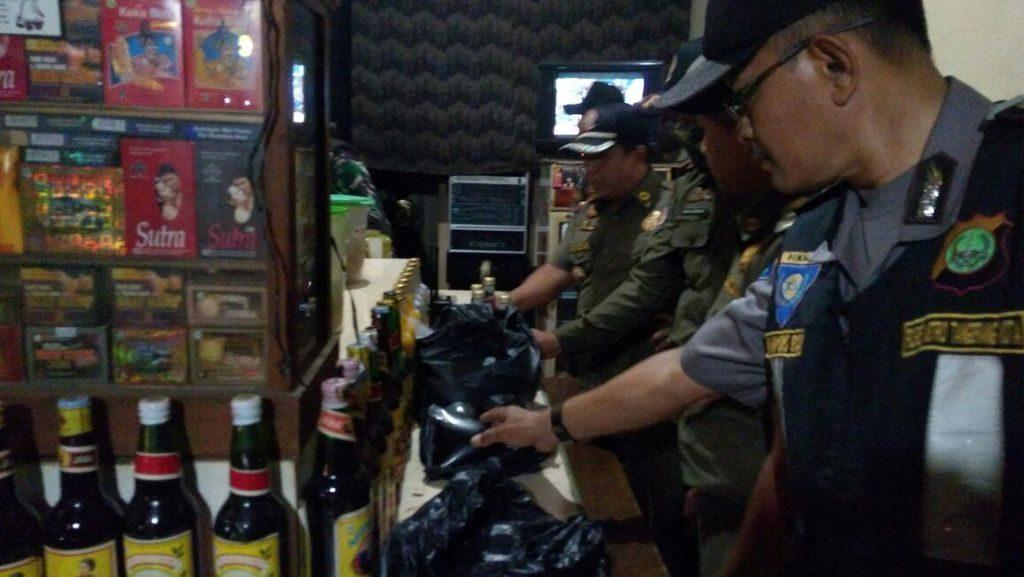 Operasi Miras, Trantib Kecamatan Ciledug Sita Puluhan Botol Beralkohol