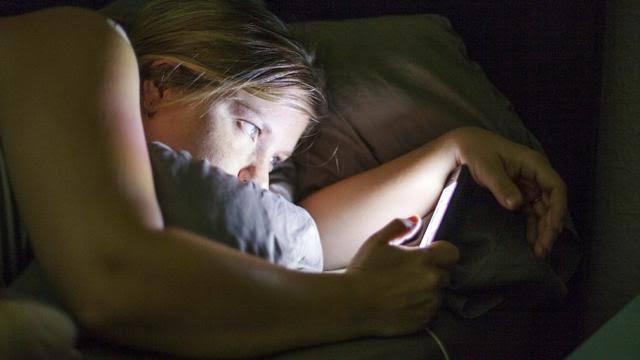 efek cahaya biru smartphone