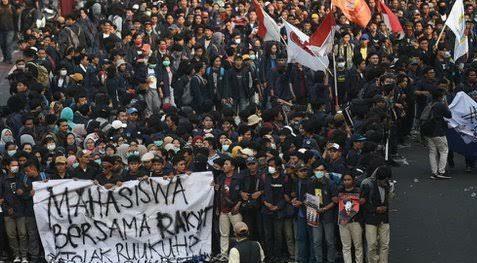 demo mahasiswa di gedung DPR
