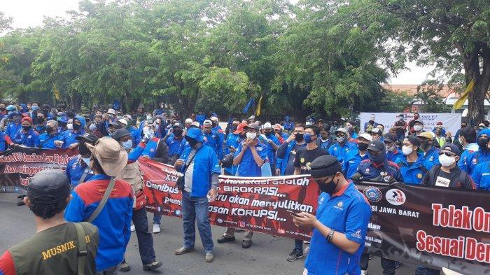 Buruh Di Depan Gedung Dppd Kota Bekasi Selasa 6102020