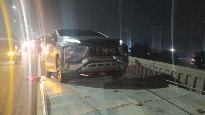 Sejumlah Kendaraan Terlibat Kecelakaan Beruntun Di Tol Layang