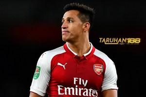 Eboue Sebut Performa Buruk Sanchez Karena Tekanan Gagal Hengkang