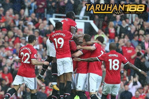 MU Lebih Baik di Bawah Asuhan Mourinho Ketimbang Van Gaal