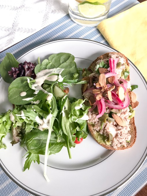 Looking for a quick, light and healthy week day meal? Try these incredibly simple but oh so tasty tuna avocado open face sammies with pickled onion and almonds!
