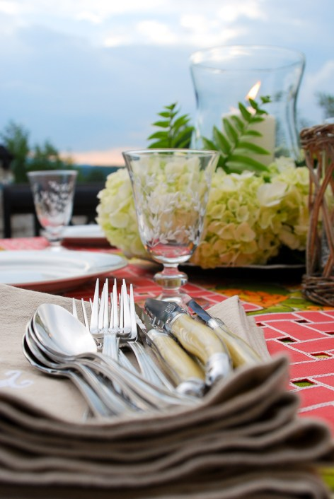 alfresco-summer-dining-hydrangea-tablescape-11