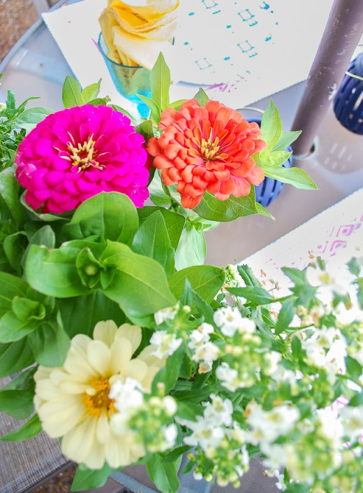 Zinnia floral arrangement on patio table for a happy summer decorating idea