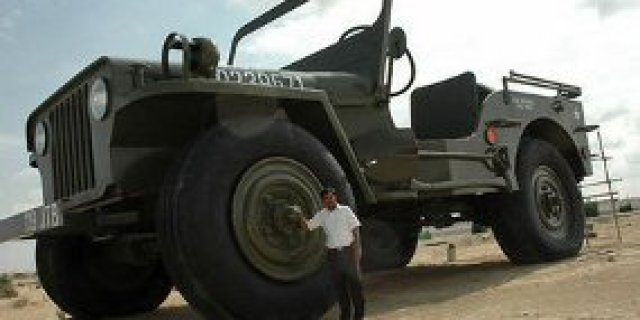 Willys Jeep Giant Artificial Syekh Arab