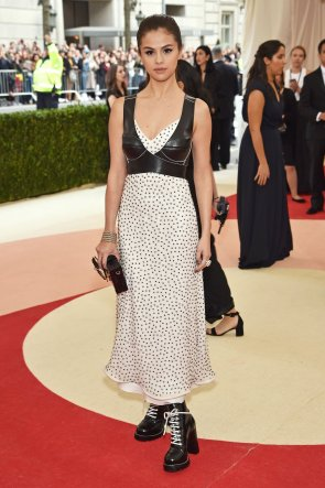 Selena Gomez - Louis Vuitton Met Gala 2016