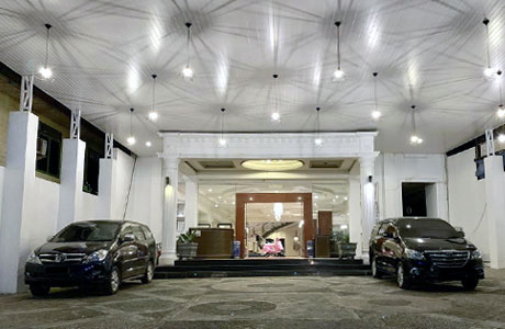 Crown Hotel (sumber: booking.com)