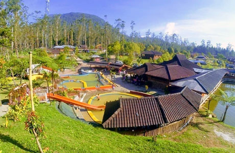 eMTe Highland Resort (sumber: tidurmana.com