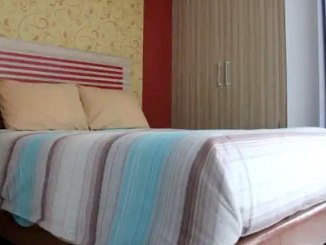 Mutiara Regency Homestay 3, kamar (sumber: traveloka)