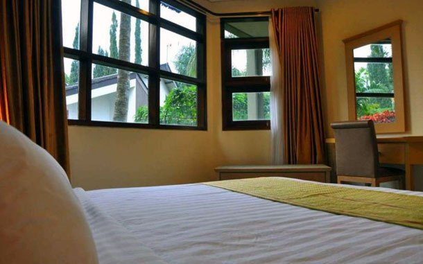 Kamar The Batu Villa Klub Bunga (sumber: booking.com)