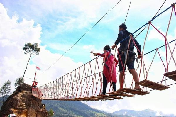 jembatan merah putih dieng