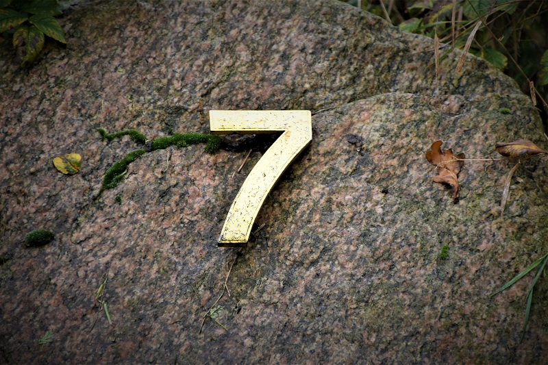 tujuh manfaat sedekah