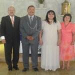 Eduardo Alonso Cota y Carol Martínez Monge, contrajeron nupcias matrimoniales en la Heroica Mulegé, les acompañan sus padrinos Pedro Osuna López y Cecilia López de Osuna.